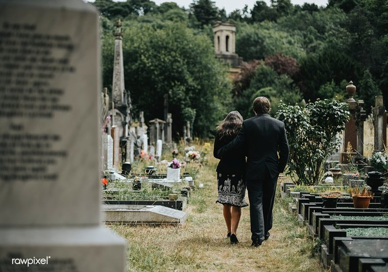 What to Say to Someone Who Lost a Parent or Loved One